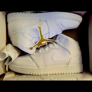 Kids Air Jordan 1 Mid Triple White size 7y